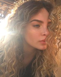 Pinterest: DeborahPraha ♥️ belinda peregrin with curly hair