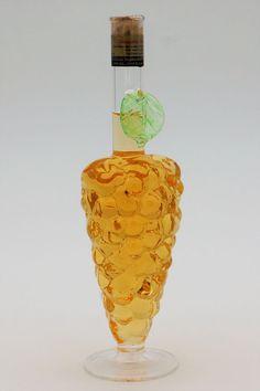 """Weinrebe aus Glas mit Qualitätswein """"Furmint"""" Vase, Home Decor, Vitis Vinifera, Corks, Flower Vases, Interior Design, Home Interiors, Decoration Home, Flowers Vase"""