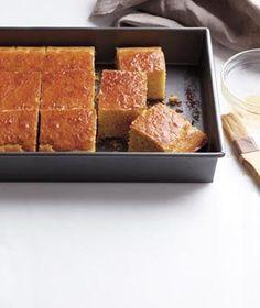 Maple Corn Bread - the best cornbread ever Barbecue Sides, Barbecue Side Dishes, Scones, Maple Syrup Recipes, Corn Bread, Sweet Bread, Cooking Recipes, Easy Recipes, Water Recipes