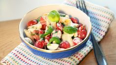 Who says carbs are off the menu? The new series of Operation Transformation has several low-calorie, high-taste lunch options to share from the show's Food Plan and here's the Caprese Pasta Salad option. Caprese Pasta Salad, Fruit Salad, New Menu, Breakfast Options, Balanced Diet, Potato Salad, Meal Planning, Lunch, Healthy Recipes