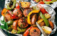 The easy recipe for Italian sausage wraps and vegetables! - Recettes Gateau The easy recipe for Italian sausage wraps and vegetables! High Protein Chicken Recipes, Baked Bean Recipes, Roasted Vegetable Recipes, Roasted Vegetables, Veggies, Festival Camping, Healthy Low Carb Dinners, Easy Meals, Camping Desserts