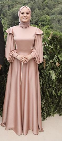 Modest Fashion Hijab, Street Hijab Fashion, Muslim Fashion, Fashion Dresses, Hijab Evening Dress, Hijab Dress Party, Long Sleeve Evening Gowns, Lace Ball Gowns, Ball Gown Dresses