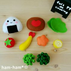 フェルトのおままごと | ham-ham*☆~手作り日記♪~ Felt Diy, Felt Crafts, Diy And Crafts, Felt Play Food, Pretend Food, Mini Christmas Tree, Miniature Crafts, Kawaii, Tissue Box Covers