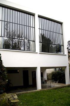 La maison-atelier de Theo van Doesburg a Meudon Bauhaus, Theo Van Doesburg, Plans Architecture, Ville France, Famous Architects, Alvar Aalto, Interior Design Magazine, Le Corbusier, Brutalist