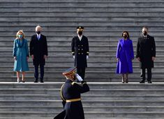 WASHINGTON, DC - 20 DE JANEIRO: (LR) O presidente dos EUA Joe Biden, a primeira-dama Jill Biden, o vice-presidente dos EUA Kamala Harris e o segundo cavalheiro Douglas Emhoff estão na escadaria leste do Capitólio dos EUA depois que Biden foi empossado com (Foto: David Tulis - Pool / Getty Images)    Agora é oficial: Joe Biden é o 46º presidente dos Estados Unidos e Kamala Harris a primeira mulher, primeira pessoa negra e de ascendência asiá