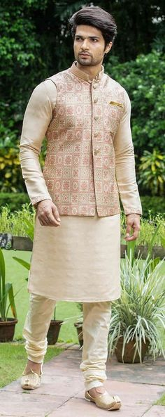 To Style Printed Nehru Jacket Like A True Royalty Latest Nehru Jacket Outfit Ideas For Men This Festive SeasonLatest Nehru Jacket Outfit Ideas For Men This Festive Season Wedding Kurta For Men, Wedding Dresses Men Indian, Wedding Dress Men, Wedding Sherwani, Wedding Outfits, Indian Dresses, Mens Indian Wear, Indian Groom Wear, Indian Men Fashion