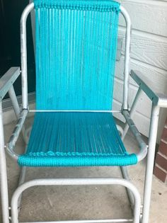 How to Macrame a Vintage Lawn Chair is part of lawn Repair Chairs Don& throw away those old folding lawn chairs, bring them back to life by reweaving the seat with brightly colored craft cord - Garden Table And Chairs, Lawn Chairs, Old Chairs, Outdoor Chairs, Adirondack Chairs, Folding Chairs, Ikea Chairs, Pink Chairs, Velvet Chairs