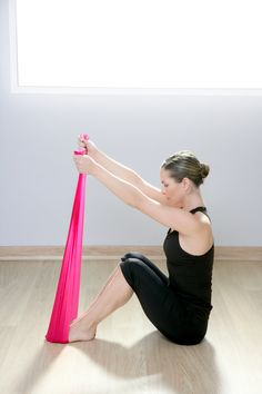 Reshaping and getting fit with resistance bands is just one money-saving way to get fit at home. #workout #skinnymsfitness