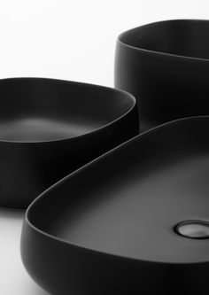 seed colelction by Valdama IT - smooth black matte rounded bathroom bathtub Id Design, Clean Design, Minimal Design, Le Manoosh, Cool Designs, Design Inspiration, Shapes, Ceramics, Pure Products