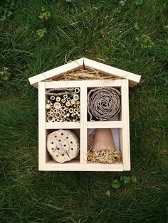 Un hôtel à insectes pour notre potager Projects For Kids, Diy For Kids, Diy Projects, Homemade Bird Houses, Plant Insects, Bug Hotel, Christmas Wood Crafts, Diy Bird Feeder, My Secret Garden