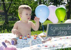 Apresentação de Ensaios fotógraficos Smash The Cake. Agende conosco o ensaio fotografico de seu filho.