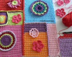 Un altro fiore x rendere veramente unica e carina la vostra coloratissima maglia .Vi ricordo che tutti i fiori e le piastrelle posson...