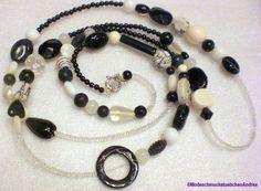 Lange schwarz, weiße Kette im Materialmix mit Knebelverschluss, so dass diese Kette auch doppelt und kurz getragen werden kann ♥