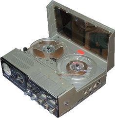 4000 Report Monitor (UHER) 1983 - www.remix-numerisation.fr - Rendez vos souvenirs durables ! - Sauvegarde - Transfert - Copie - Digitalisation - Restauration de bande magnétique Audio - MiniDisc - Cassette Audio et Cassette VHS - VHSC - SVHSC - Video8 - Hi8 - Digital8 - MiniDv - Laserdisc - Bobine fil d'acier - Micro-cassette - Digitalisation audio - Elcaset