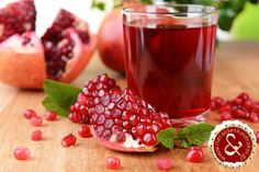 can we eat pomegranate seeds during pregnancy? Pomegranate is a very healthy fruit. Many people like them open, scoop out the seeds and eat them entire. Healthy Fruits, Healthy Drinks, Healthy Eating, Healthy Recipes, Juice Recipes, Healthy Food, Juice For Skin, Pomegranate Juice, Fruit Juice