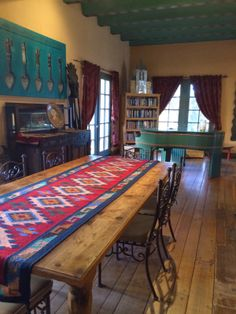 Love The Rug As Table Runner · Southwest QuiltsFrench.