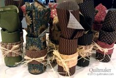 Tutorial: Quilty Centerpieces from Two Fat Quarters Cute prize for a quilt retreat!