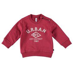 Babyface sweater voor jongens in de kleur rood. Deze coole Babyface sweater, uit de winter collectie, is gemaakt van 100% katoen. Draag de sweater op een chino of jeans van Babyface. Verkrijgbaar in de maten 68 t/m 104 en bij de linkerschouder een ritssluiting. Op de voorkant een grote verwassen print en de mouwen hebben ovalen elleboogstukken.  Artikelnummer: 6207491 Seizoen: winter Leverancierskleur: 23 ruby  Materiaal: 100% katoen