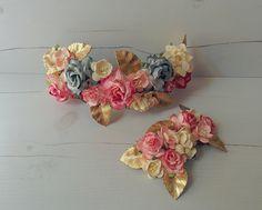 Bridal custom made back floral crown and haircomb with raw brass leaves // Corona de flores trasera y peina para el velo hechos a medida para novia, con hojas de latón