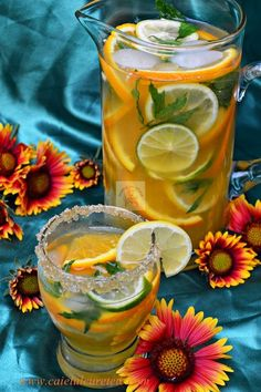 Limonada de citrice - CAIETUL CU RETETE Happy Drink, Lemon Detox, Fruit Infused Water, Fancy Drinks, Romanian Food, No Cook Desserts, Raw Vegan Recipes, Health Snacks, Summer Treats