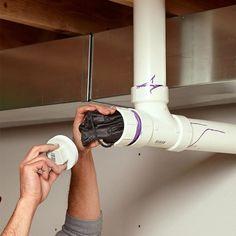 Instale algún tubo de PVC que no funciona en el garaje.