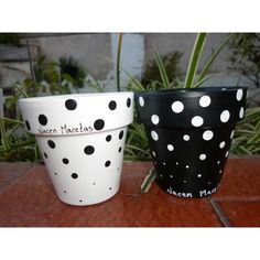 Black and white Fall Flower Pots, Flower Pot Art, Flower Pot Design, Flower Pot Crafts, Clay Pot Crafts, Flower Planters, Painted Plant Pots, Painted Flower Pots, Pottery Painting Designs