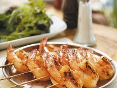 Garnelenspieße vom Grill ist ein Rezept mit frischen Zutaten aus der Kategorie Garnelen. Probieren Sie dieses und weitere Rezepte von EAT SMARTER!