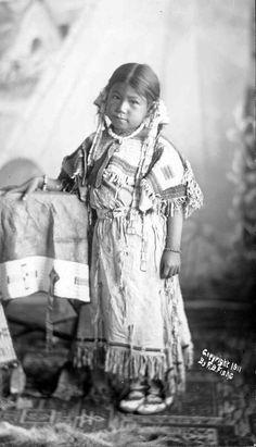 Susan Brave Oglala Photo taken 1911. (Antique photo of Native American)