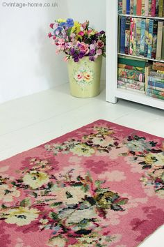 Vintage Home - 1940s Rose and Floral Pink Rug.