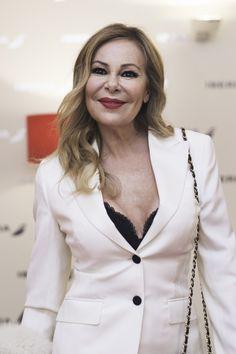 Ana Obregón formó parte de nuestro #frontrow en la Mercedes Benz Fashion Week.  www.villarrazo.com Violation Of Human Rights, Story Tale, True Stories, Mercedes Benz, Actors, Blazer, Portrait, Celebrities, Fashion