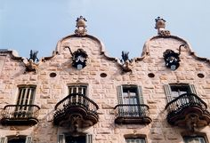 Discover the most beautiful Gaudi buildings in Barcelona: Stunning photos and brief histories of his famous architectural masterpieces - and some hidden gems. Great Buildings And Structures, Modern Buildings, Art Nouveau Architecture, Beautiful Architecture, Madrid To Barcelona, Antonio Gaudi, Cool Doors, Le Palais, Spain And Portugal