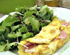 Omelette prosciutto di pragae formaggio asiago. Dopo un week end di lavori impegnativi, preparazioni di pasticcio di lasagne, arrosti di tacchino e vitell