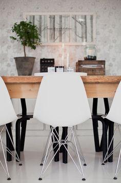 .gietvloer, designstoel, houten eettafel