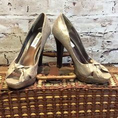 STEVE MADDEN SNAKE EMBOSSED OPEN TOE PUMPS Who says you can't have silver and gold. That's the color of these Gorgeous snake print pumps.. Silver with a gold shimmer Gently used. Normal wear on soles. Textile upper and leather sole.. Steve Madden Shoes Heels