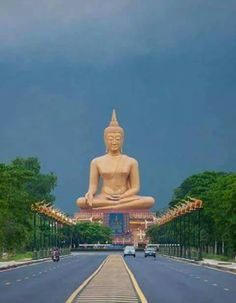 Gautama Buddha, Buddha Buddhism, Buddha Art, Thai Buddha Statue, Buddha Statues, Beautiful Gif, Beautiful Places, Buddhist Architecture, Buddha Home Decor