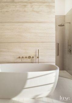 Modern Limestone Master Bath with Soaking Tub - Luxe Interiors + Design Modern Bathroom Design, Modern House Design, Bathroom Interior, Contemporary Design, Kitchen Design, Bad Inspiration, Bathroom Inspiration, Bathroom Ideas, Limestone Wall