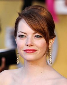 Emma Stone Emma Stone looks pretty and sleek with this simple, twisted updo that can be created with just few bobby pins. Hairstyles For Fat Faces, Over 60 Hairstyles, Easy Updo Hairstyles, Haircuts For Fine Hair, Best Wedding Hairstyles, Bridal Hairstyles, Bridal Updo, Hairstyle Ideas, Bridal Eye Makeup