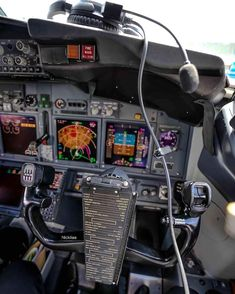 Boeing 737 Cockpit, Helicopter Cockpit, Boeing Aircraft, Airline Pilot, Airline Tickets, Aircraft Instruments, Fly Plane, Pilot Training, Aircraft Photos