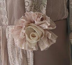 The Dressmakers Closet: Shabby Chic Flower Tutorial