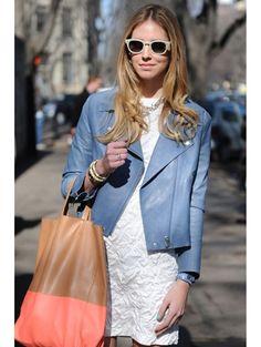 Blue leather jacket. Jaqueta de couro azul.