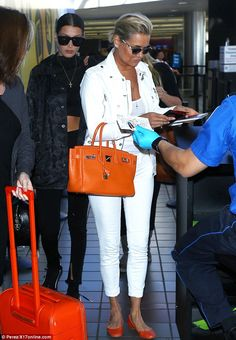 There was no mistaking model Bella Hadid and her mother Yolanda on Sunday as the duo waltzed into Los Angeles airport.