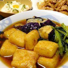 含め煮とは全然違う!ちょっと驚いちゃうw高野豆腐です。しっかりお味なので、白飯にもぴったりデス☆ - 256件のもぐもぐ - 高野豆腐の揚げ煮です。もっちり♪したお豆腐に、あんが程よく絡んで。食感も楽しい1品です☆ by yumyumy1 Lunch Recipes, Vegetable Recipes, Cooking Recipes, Tofu Dishes, Vegan Dishes, Cafe Food, Food Menu, Daily Meals, Asian Recipes
