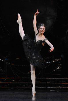 Zenaida Yanowsky - Royal Ballet. Photo: John Ross