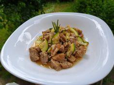 Reteta culinara Tocanita de porc cu zucchini la slow cooker Crock-Pot din categoria Slow Cooker. Specific Romania. Cum sa faci Tocanita de porc cu zucchini la slow cooker Crock-Pot Zucchini, Pavlova, Crockpot, Slow Cooker, Beef, Pork, Summer Squash, Meat, Crock Pot