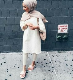 Pin by namira zinat on hijabi outfits мода, мусульманские пл Hijab Fashionista, Hijab Wear, Hijab Outfit, Muslim Fashion, Modest Fashion, Middle Eastern Fashion, Hijab Trends, Modern Hijab, Modest Wear