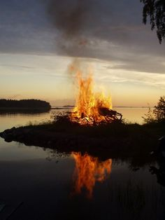 Joyful Midsummer Eve to All! Iloisaa juhannusta!