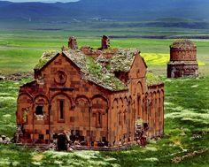 Las excavaciones han comenzado de nuevo en uno de los más impresionantes lugares turísticos de Turquía, la antigua ciudad armenia de Ani, ubicada en la frontera entre Turquía y Armenia, en la provincia oriental de Kars.