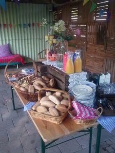 voor grotere groepen maken we graag een uitgebreid ontbijt met verse broodjes van bakkerij oomen