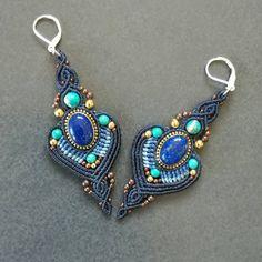 New pair of earings for Annabel, thank you 😊. Hand made by micro macramé sael. Macrame Earrings, Macrame Jewelry, Macrame Bracelets, Crochet Earrings, Drop Earrings, Loom Bracelets, Chevron Friendship Bracelets, Friendship Bracelets Tutorial, Bracelet Tutorial