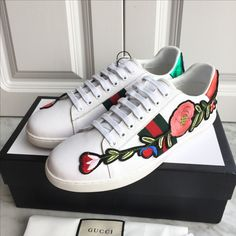 Gucci unisex woman man white shoes leather sneakers embroidered flower design